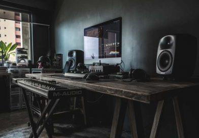 Dlaczego warto zainwestować w dobre panele akustyczne w domowym studiu nagrań?