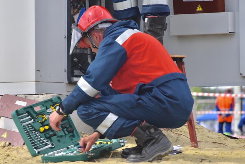 Naprawa instalacji elektrycznej – błyskawiczna pomoc i systematyczne przeglądy sieci